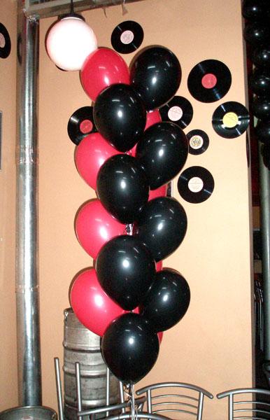 Столбик из 14 гелиевых шаров
